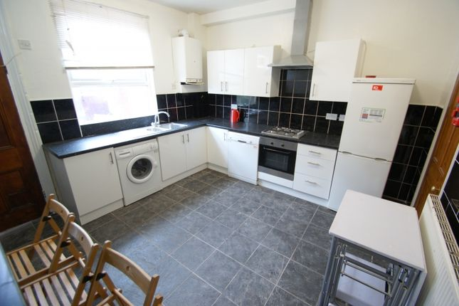 Thumbnail Terraced house to rent in Welton Mount, Hyde Park, Leeds