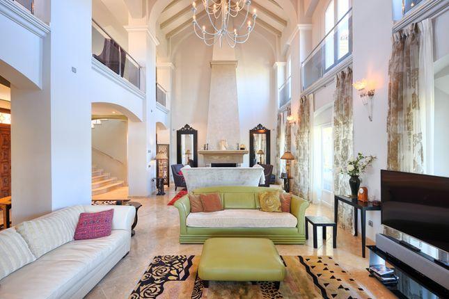 Thumbnail Villa for sale in Calle Halcon Maltes, 29678 Benahavís, Málaga, Spain