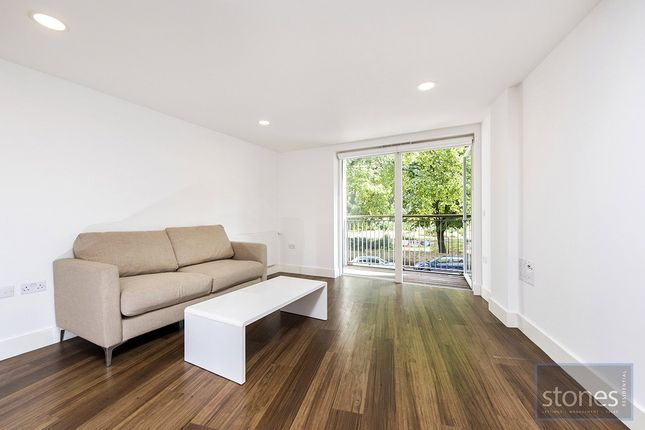 2 bed property to rent in Market Road, London N7