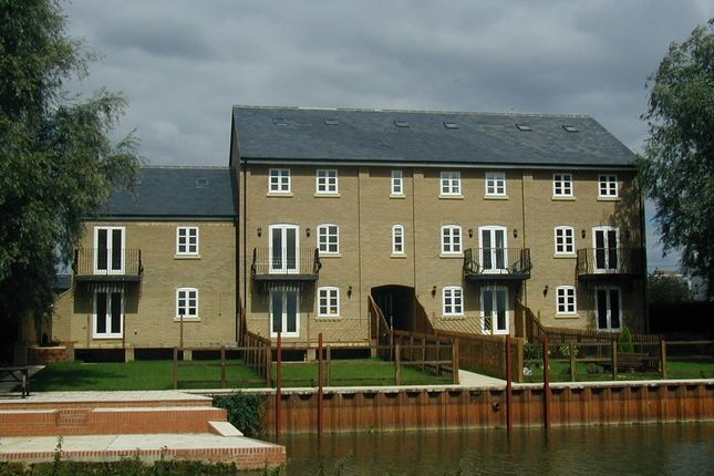 Thumbnail Town house to rent in Kingfisher Court, Earith