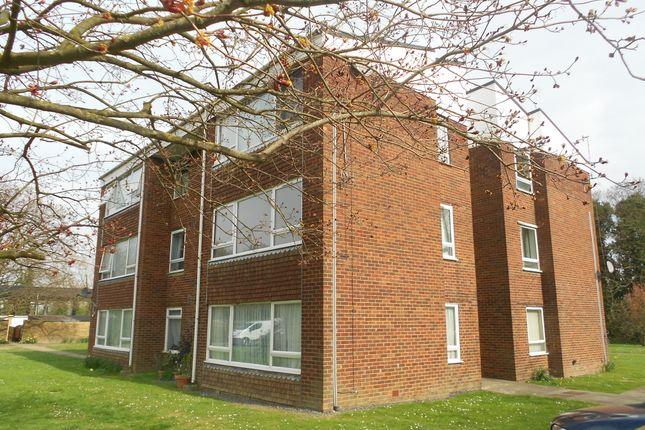1 bed flat to rent in Longbridge Road, Horley