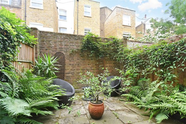 Thumbnail Property for sale in Shaftesbury Mews, London