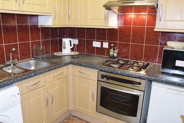 Kitchen of Bull Close Lane, Halifax HX1