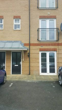 Thumbnail Maisonette to rent in Saunders Close, Ilford