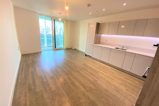 3 bed flat to rent in Bowline Court, Telegraph Avenue SE10