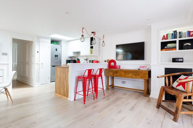 Thumbnail Flat to rent in Stockwell Street, London