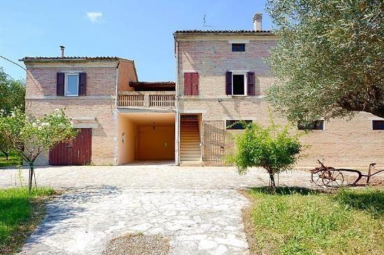 6 bed farmhouse for sale in Treia, Treia, Macerata, Marche, Italy
