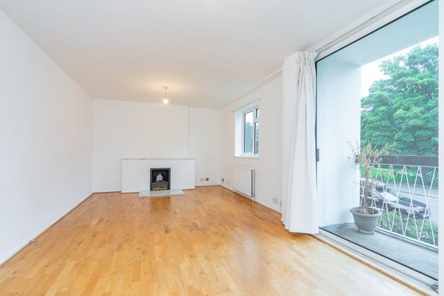 3 bed flat to rent in Fortis Green, London N2