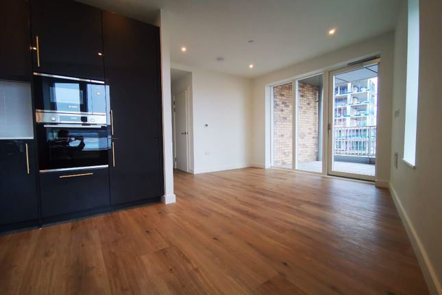 Thumbnail Flat to rent in Clarendon Apartments, London