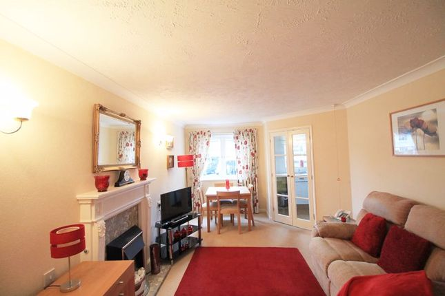 Lounge of Kingswood Court, Chingford E4