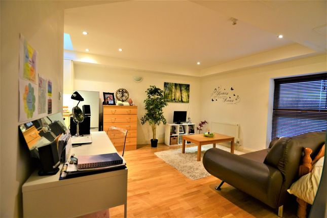 Thumbnail Studio to rent in Victory Road Mews, South Wimbledon