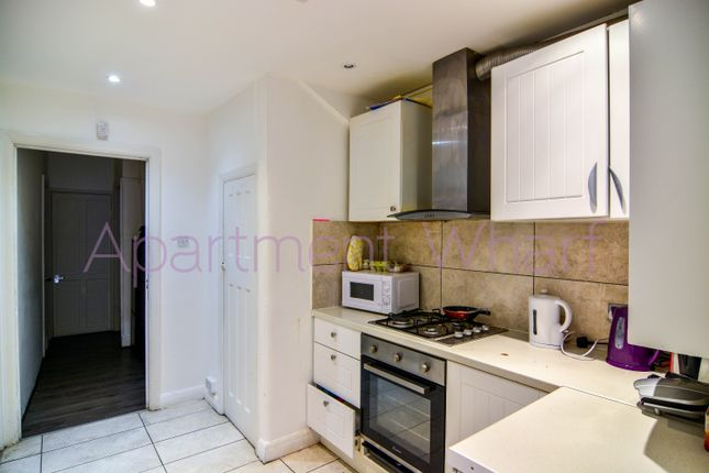 Thumbnail Shared accommodation to rent in Berwick Road, London