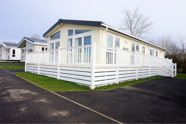 Thumbnail Lodge for sale in Braunton Road, Barnstaple