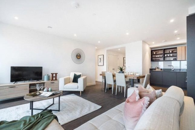 Thumbnail Flat for sale in Royal Docks West, 12 Western Gateway, Canning Town