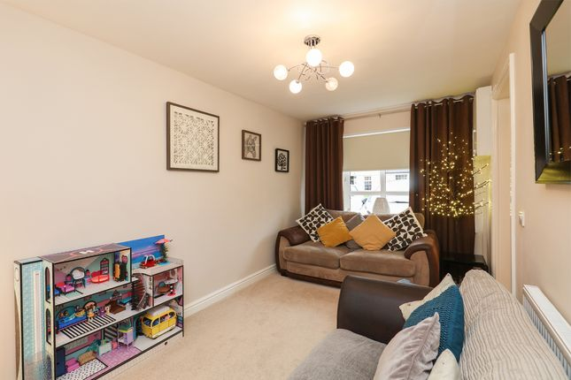 Family Room of Lambrell Avenue, Kiveton Park, Sheffield S26