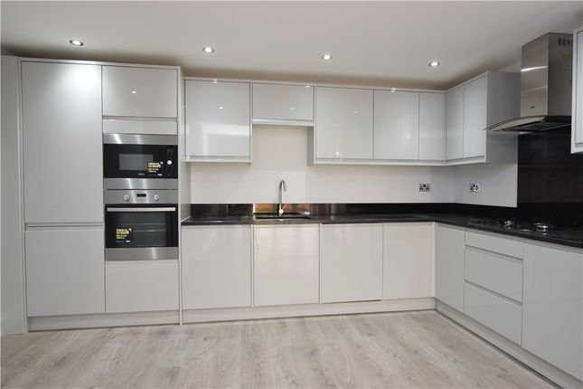Thumbnail Maisonette for sale in Erskine Road, Sutton, Surrey