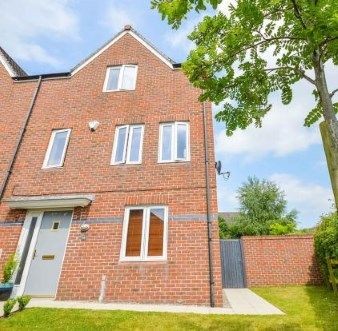 Thumbnail Town house for sale in Maynard Road, Altrincham, Greater Manchester, .