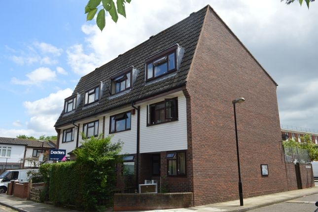 Thumbnail Town house to rent in Union Drive, Mile End, East London