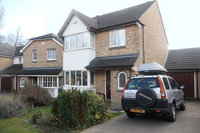 Thumbnail Property to rent in Chaldon Close, Redhill