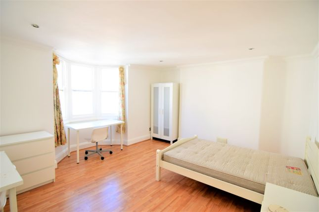 3 bed flat to rent in Waterloo Street, Hove BN3
