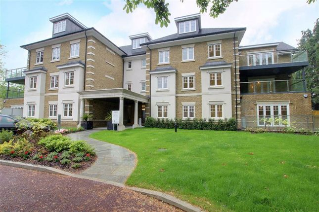Thumbnail Flat to rent in Magpie Hall Road, Bushey, Hertfordshire
