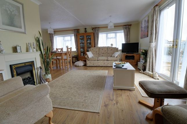 Property for sale in Paul's Walk, Parklands Mobile Homes, Scunthorpe