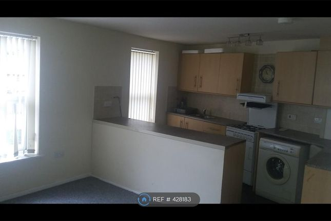 Thumbnail Flat to rent in Hollins Road, Oldham