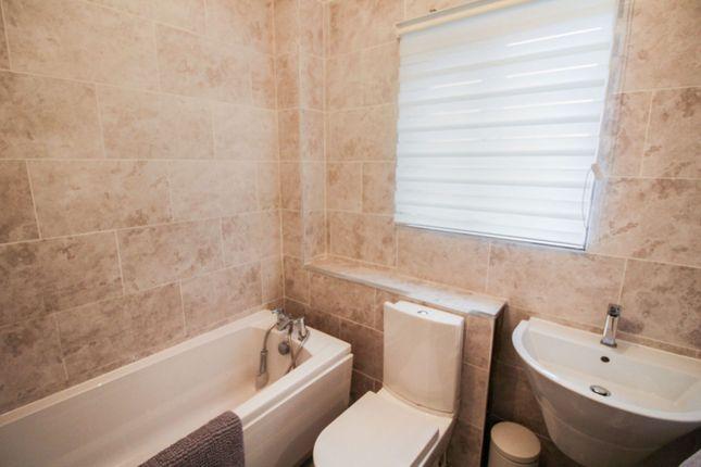 Bathroom of Strachur Crescent, Glasgow G22