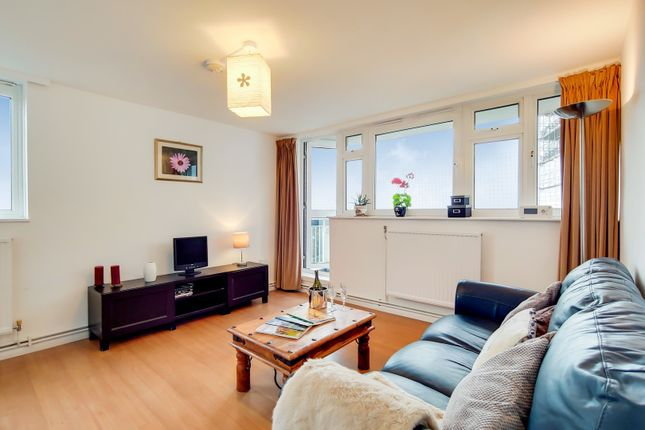 2 bed flat for sale in Prospect Ring, London N2