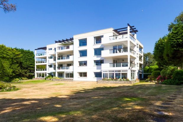Thumbnail Flat to rent in Ravine Road, Canford Cliffs, Poole