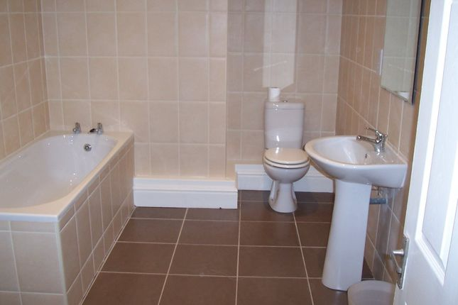 Thumbnail Terraced house to rent in Carberry Road, Hyde Park, Leeds