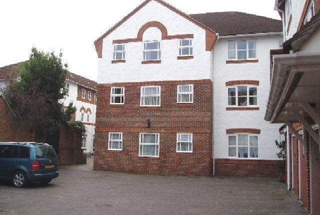 Thumbnail Flat to rent in Three Cuppes Lane, Wiltshire