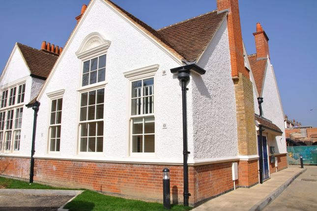 Thumbnail Flat to rent in Old School Close, Redhill