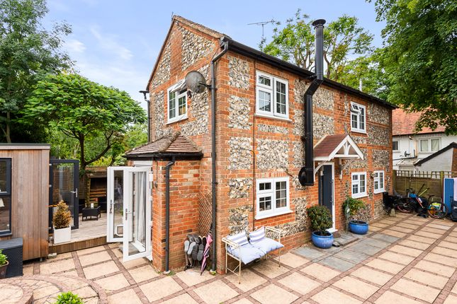 Thumbnail Cottage for sale in Wargrave Road, Henley-On-Thames