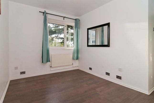 Thumbnail Flat to rent in Stoford Close, London