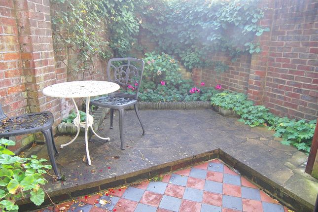 Thumbnail Cottage to rent in The Spain, Petersfield
