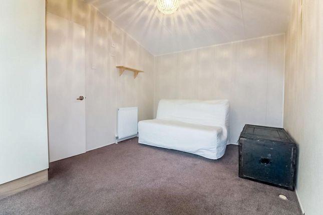 Lev0912Jmp Bedroom 1