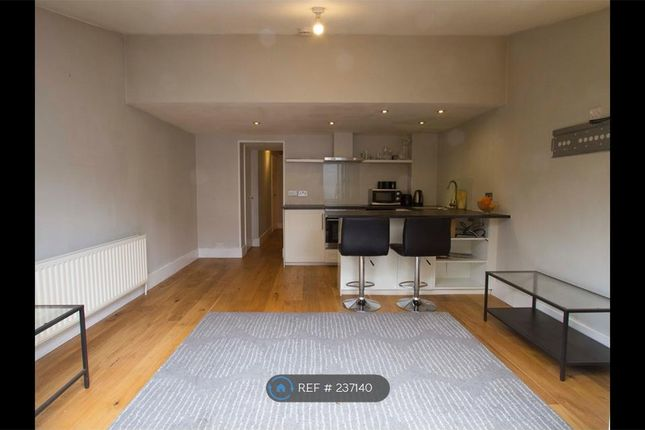 Thumbnail Flat to rent in Kew Road, Richmond