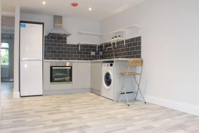 2 bed flat to rent in College Road, Harrow Weald, Harrow HA3