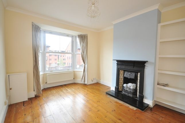 2 bed terraced house to rent in Garlands Road, Redhill RH1