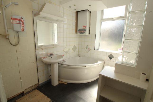 Bathroom of Washington Street, Halifax, West Yorkshire HX3