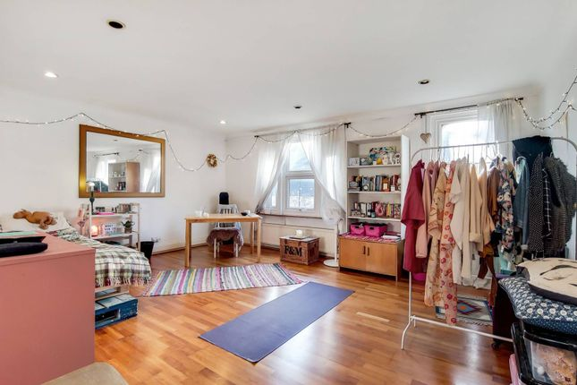 3 bed flat for sale in Upper Richmond Road, West Putney, London SW15