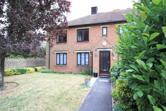 Thumbnail Flat for sale in Parsonage Court, Highworth, Swindon