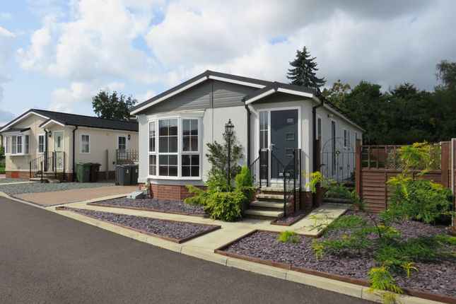 Thumbnail Mobile/park home for sale in Appletree Close, Attleborough