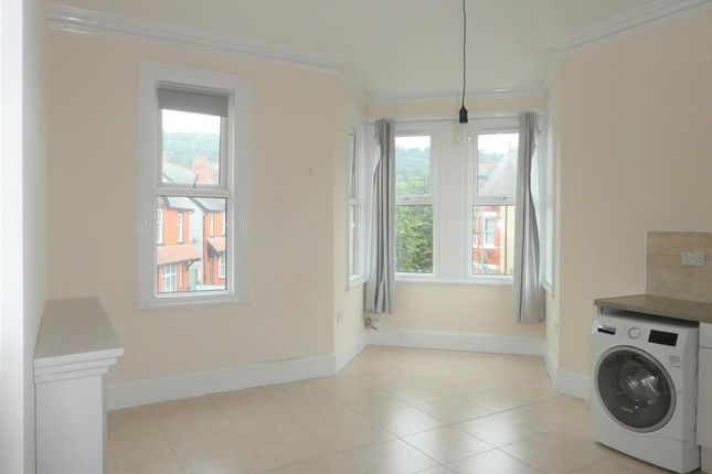 1 bed flat to rent in Belgrave Road, Colwyn Bay, Conwy LL29