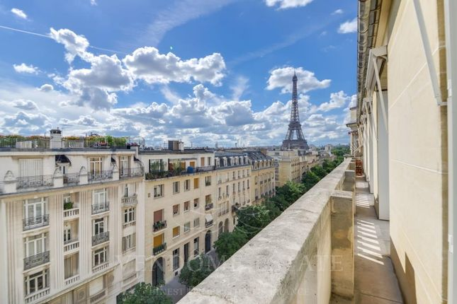3 bed apartment for sale in 75007 Paris, France