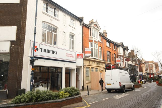Flat to rent in Chertsey Road, Woking