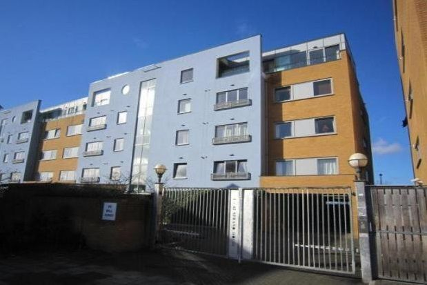 Thumbnail Flat to rent in Merbury Close, London