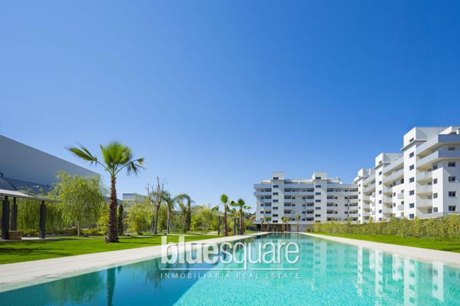 3 bed apartment for sale in Fuengirola, Andalucia, 29600, Spain
