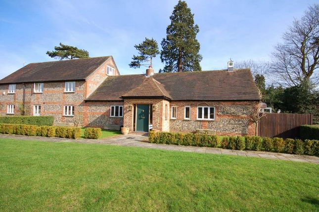 Thumbnail Country house to rent in High Road, Upper Gatton, Reigate